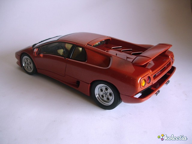 1 18 auto art lamborghini diablo vt 1993 rojo kolectia. Black Bedroom Furniture Sets. Home Design Ideas