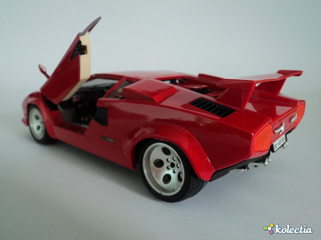 1 18 bburago lamborghini countach 1988 red kolectia. Black Bedroom Furniture Sets. Home Design Ideas